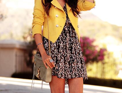 look amarelo, jaqueta