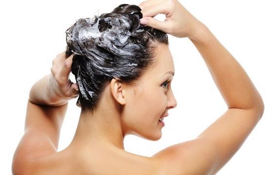 lavagem-cabelos-oleosos
